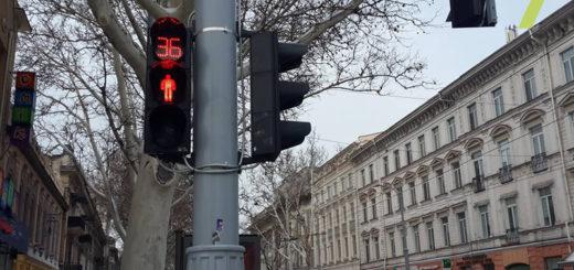 469199_v_centre_odessy_zamenili_starye_lampovye_.jpeg