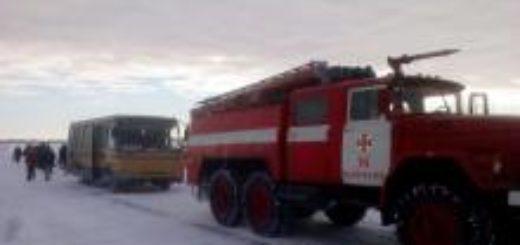 469238_v_odesskoj_oblasti_zastrjal_v_snegu_avtob.jpeg